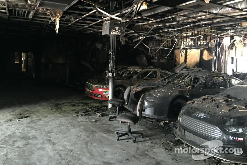Die verbrannten Überreste des Workshops von Leavine Family Racing