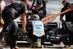 Nick Yelloly, Sahara Force India F1 VJM08, Testfahrer, fährt aus der Box
