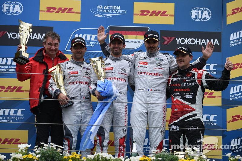 Race 1 Podium: Sébastien Loeb and Jose Maria Lopez and Yvan Muller, Citroën World Touring Car team a
