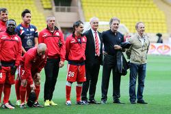 Claudio Ranieri técnico, en la alineación en el partido de fútbol a beneficio