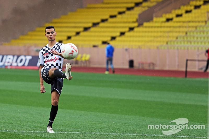 Pascal Wehrlein, Mercedes AMG F1, Ersatzfahrer, beim Fußballspiel für den guten Zweck