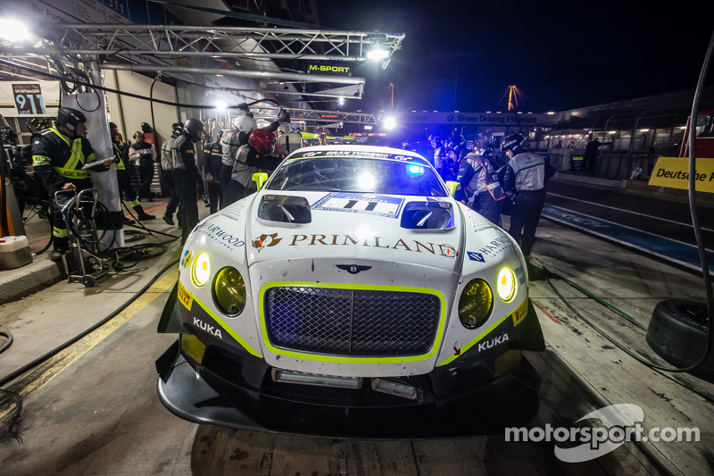 Boxenstopp für #11 Bentley Team HTP, Bentley Continental GT3: Harold Primat, Christopher Brück, Clem