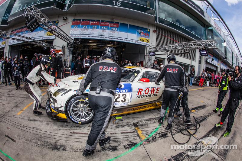Pit stop untuk #23 Rowe Racing Mercedes-Benz SLS AMG GT3: Klaus Graf, Christian Hohenadel, Nico Bas