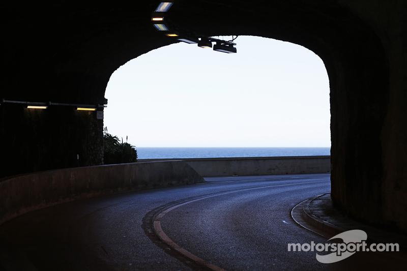 Pemandangan dari dalam terowongan
