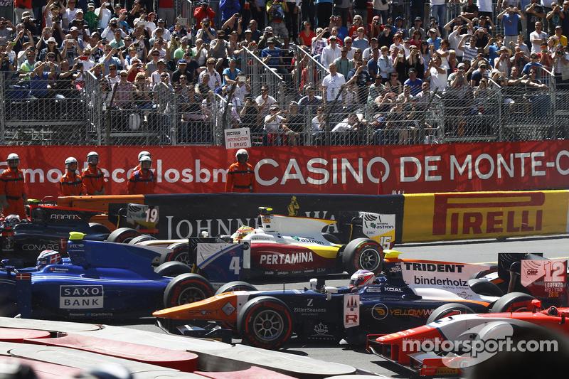 Marco Sörensen, Carlin; Rio Haryanto, Campos Racing, und René Binder, Trident, beim Start
