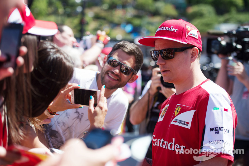 Kimi Raikkonen, Ferrari bersama fans