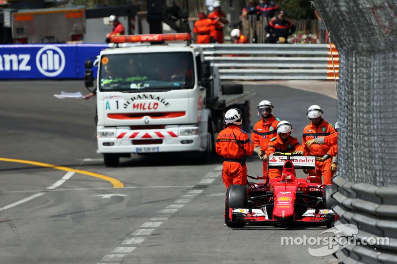 Kimi Räikkönen, Ferrari SF15-T, mit Unfall im dritten Training