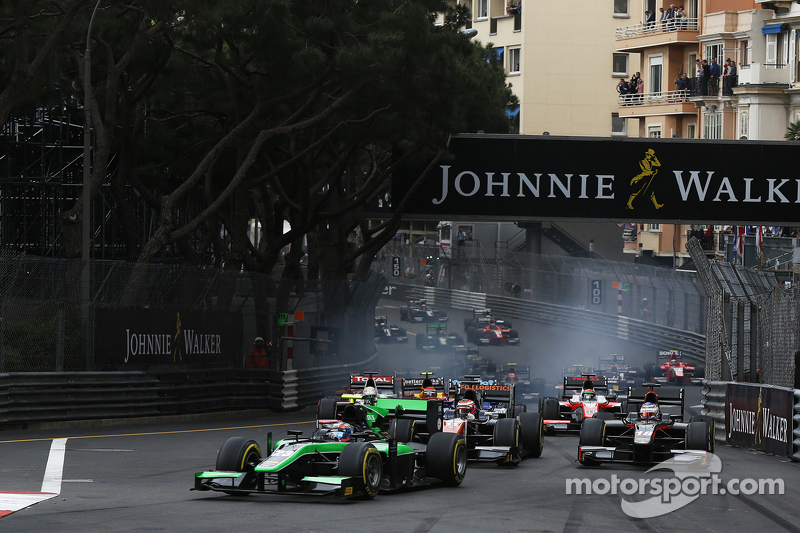 Richie Stanaway, Status Grand Prix leads Raffaele Marciello, Trident at the start
