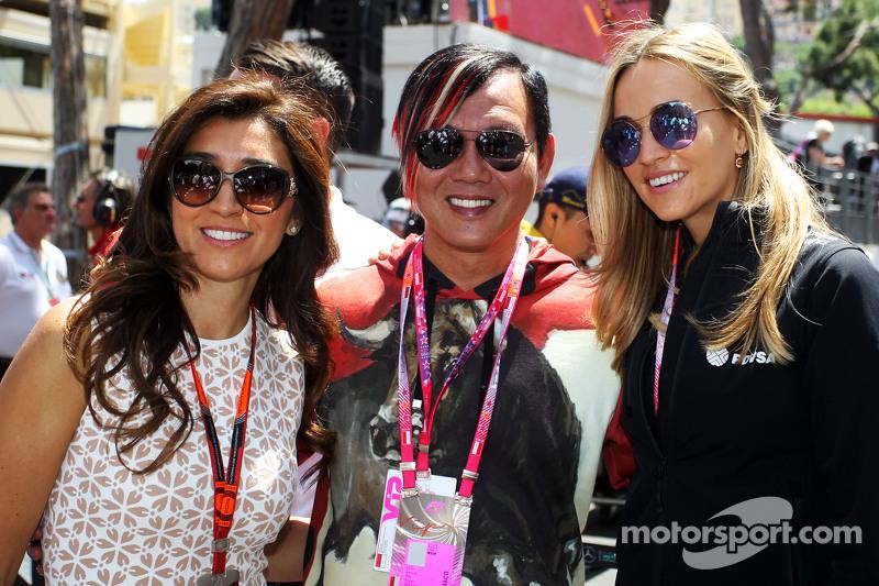 Fabiana Flosi, wife of Bernie Ecclestone, and Carmen Jorda, Lotus F1 Team Development Driver on the grid