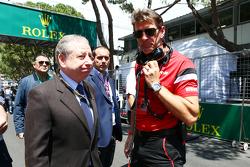 Graeme Lowdon, Geschäftsführer Manor F1 Team, mit Jean Todt, FIA-Präsident, in der Startaufstellung