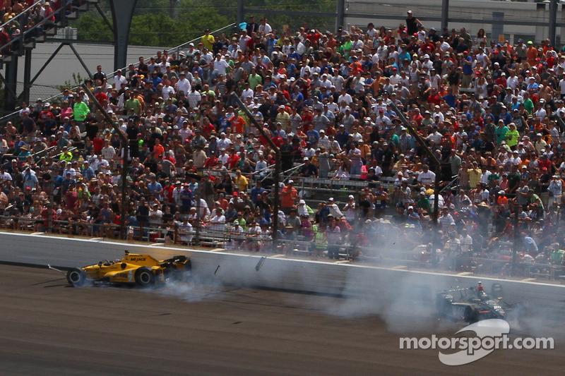 Oriol Servia, Rahal Letterman Lanigan Racing, Honda, und Ed Carpenter, CFH Racing, Chevrolet, mit Un