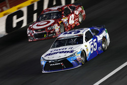 David Ragan, Michael Waltrip Racing, Toyota, und Kyle Larson, Chip Ganassi Racing, Chevrolet