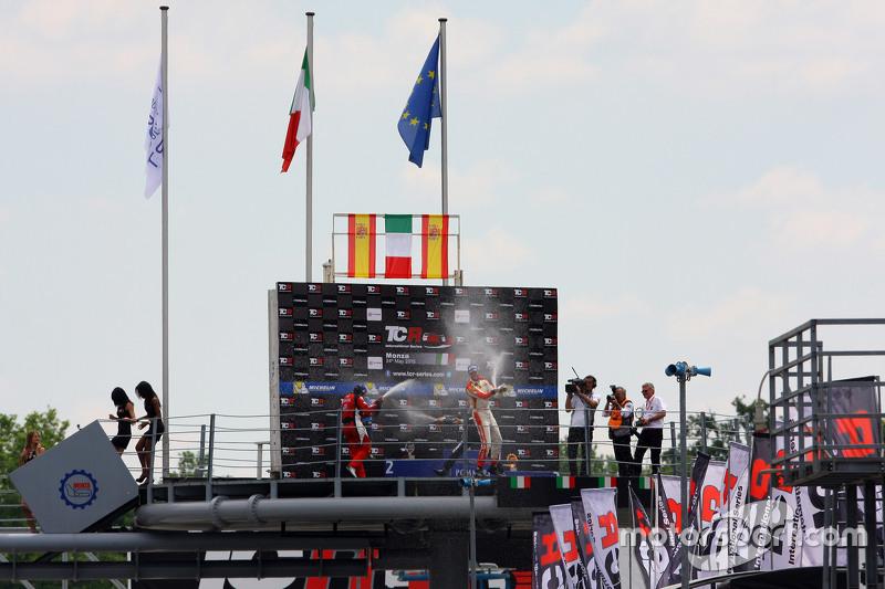Podium: race winner Gianni Morbidelli, West Coast Racing, second place Jordi Gene, SEAT Leon, Craft Bamboo Racing LUKOIL, third place Fernando Monje, Opel Astra OPC, Campos Racing