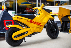DHL scooter