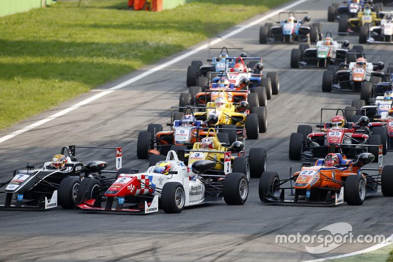 Start: Charles Leclerc, Van Amersfoort Racing, Dallara Volkswagen; Jake Dennis, Prema Powerteam, Dallara Mercedes-Benz, und Mikkel Jensen, Mücke Motorsport, Dallara Mercedes-Benz