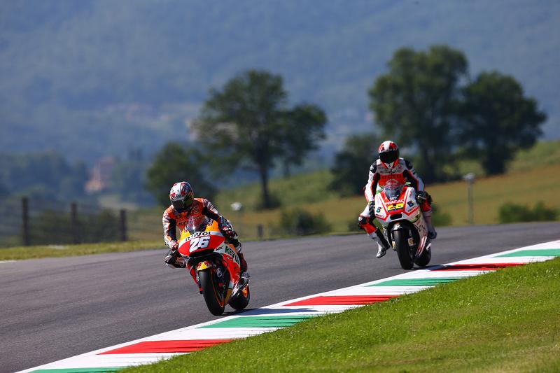 Dani Pedrosa, Repsol Honda Team, und Yonny Hernandez, Pramac Racing Ducati