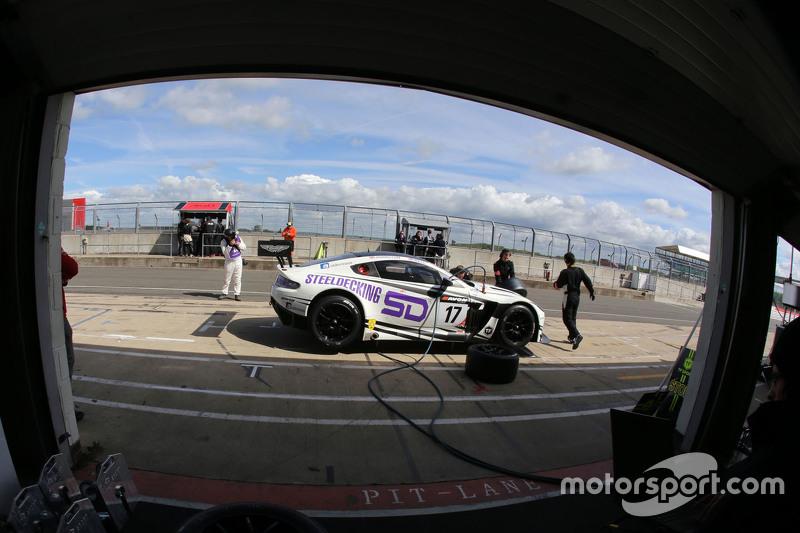 #17 TF Sport, Aston Martin Vantage GT3: Derek Johnston, Matt Bell