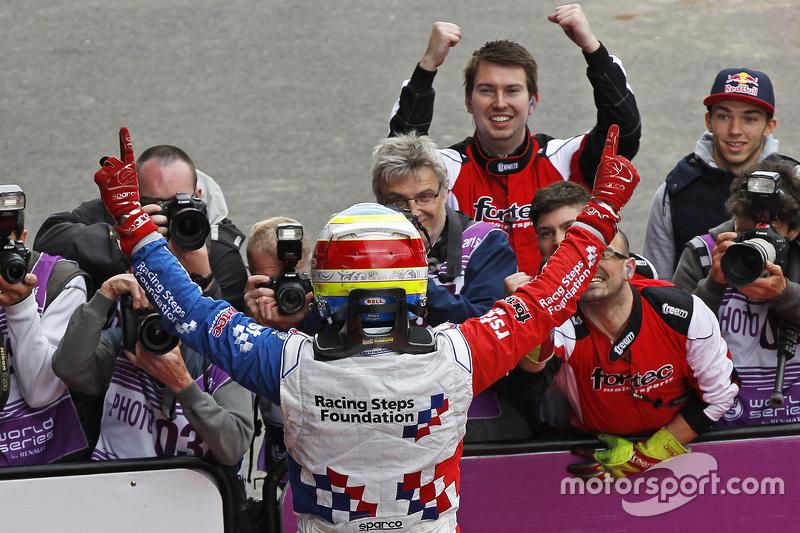 1. Oliver Rowland, Fortec Motorsports