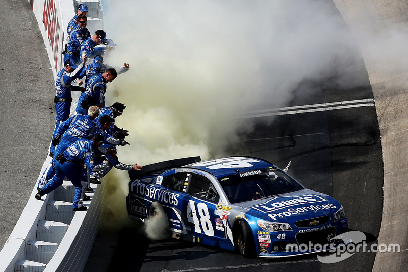 Race winner Jimmie Johnson, Hendrick Motorsports Chevrolet celebrates with his team