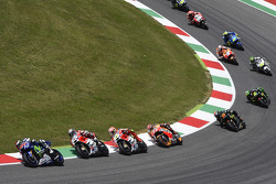 Старт: Хорхе Лоренцо, Yamaha Factory Racing лідирує