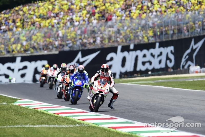 Yonny Hernandez, Pramac Racing Ducati, e Maverick Viñales, Team Suzuki MotoGP