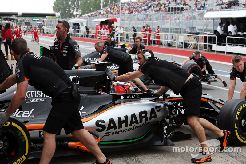 Ніко Хюлкенберг, Sahara Force India F1 VJM08 та Серхіо Перес, Sahara Force India F1 VJM08 на піт-лейні