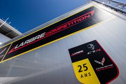 Larbre Compétition, Transporter mit Logo