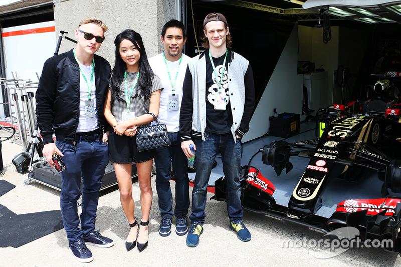 Lotus F1 Team, Gäste: Schauspielerin Lana Condor, Trainer Dalton Wong, Schauspieler Ben Hardy