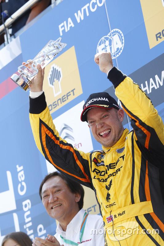 Posisi kedua Rob Huff, Lada Vesta WTCC, Lada Sport Rosneft