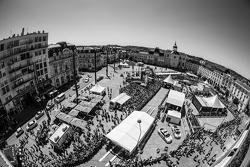Blick über die Technische Abnahme am Place de la République