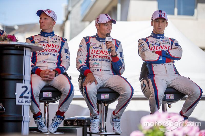#1 Toyota Racing Toyota TS040 Hybrid: Kazuki Nakajima en #2 Toyota Racing Toyota TS040 Hybrid: Stéphane Sarrazin, Mike Conway