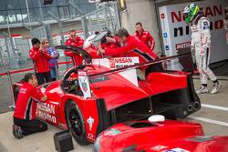 #23 Nissan Motorsports Nissan GT-R LM NISMO melakukan latihan pergantian pembalap