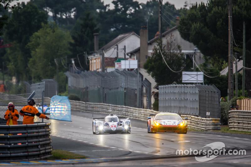 #1 Toyota Racing, Toyota TS040 Hybrid: Sébastien Buemi, Anthony Davidson, Kazuki Nakajima sowie #55