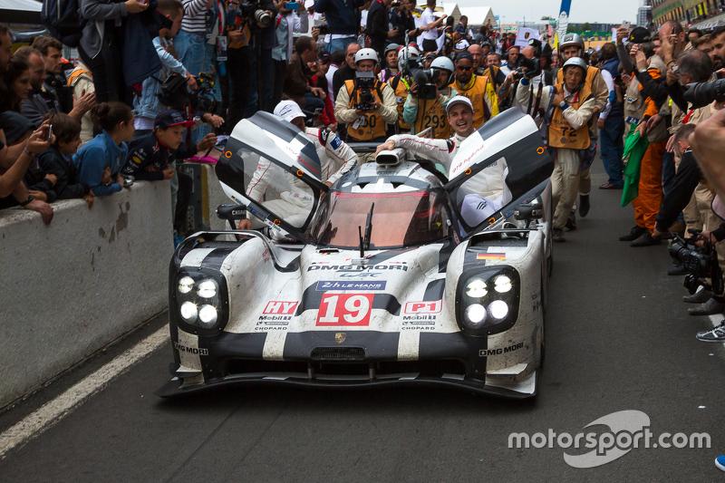 Sieger der 24 Stunden von Le Mans 2015: #19 Porsche Team, Porsche 919 Hybrid: Nico Hülkenberg, Nick Tandy, Earl Bamber