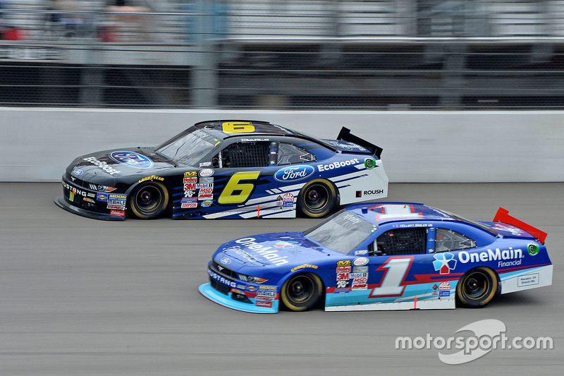 Darrell Wallace jr., Roush Fenway Racing, Ford, und Elliott Sadler, Roush Fenway Racing, Ford