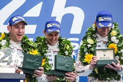LMP1 pódio: vencedores Porsche Team: Nico Hulkenberg, Nick Tandy, Earl Bamber