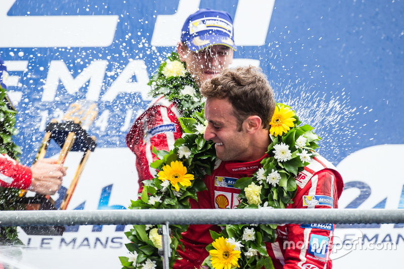 LMP1-Privatier-Podium: Rebellion Racing, Mathias Beche feiert mit Champagner
