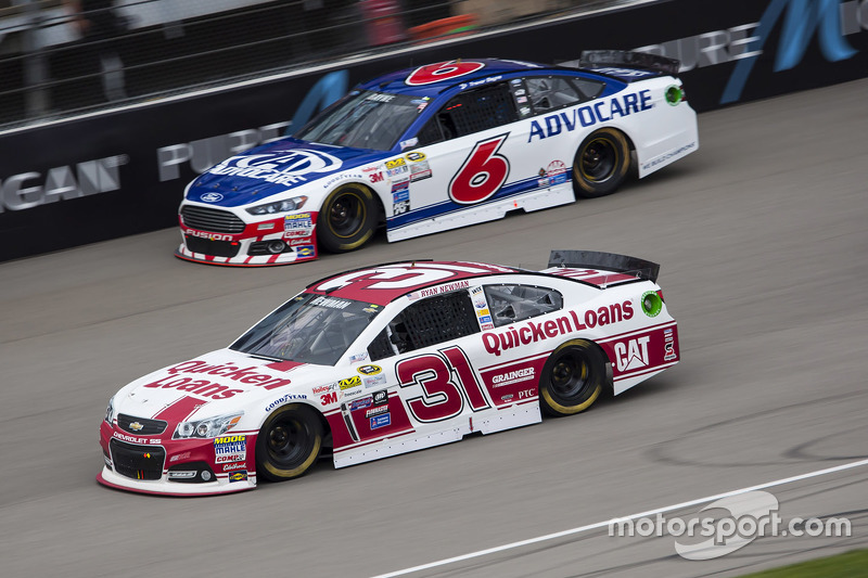 Ryan Newman, Richard Childress Racing, Chevrolet, und Trevor Bayne, Roush Fenway Racing, Ford
