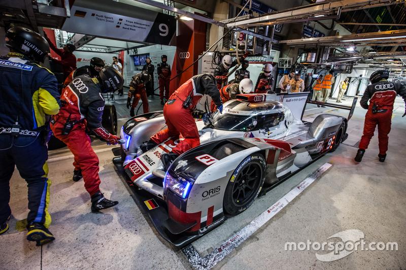 Pit stop for #9 Audi Sport Team Joest Audi R18 e-tron quattro: René Rast, Filipe Albuquerque, Marco