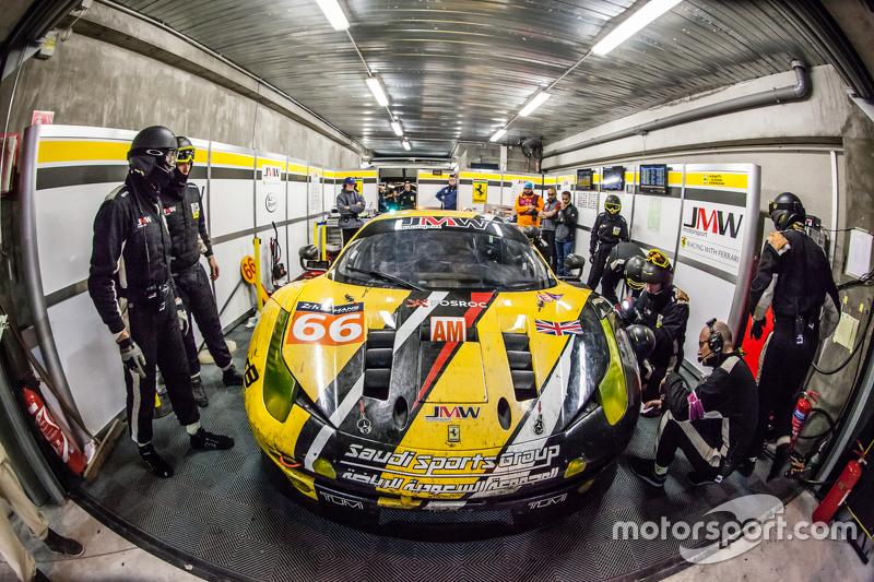 Boxenstopp für #66 JMW Motorspor,t Ferrari 458 GTE: Abdulaziz Al Faisal, Jakub Giermaziak, Michael A