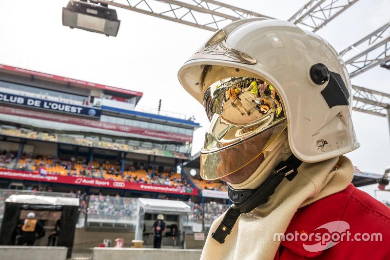 Le Mans pit lane fireman