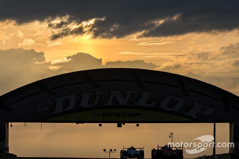 Matahari terbit di Dunlop bridge bersama clouds