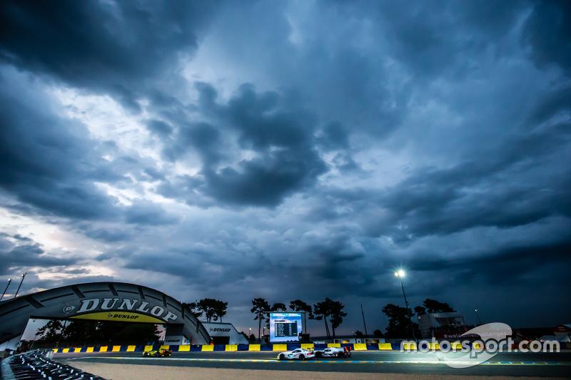 #53 Riley Motorsports Dodge Viper GTS-R: Бен Кітінг, Йерун Блекемолен, Марк Міллер, #8 Audi Sport Team Joest Audi R18 e-tron quattro: Лукас ді Грассі, Лоік Дюваль, Олівер Ярвіс