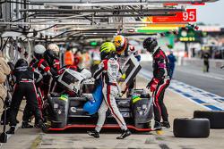 Arrêt aux stands pour la #42 Strakka Racing Strakka-Dome S103 : Nick Leventis, Jonny Kane, Danny Watts