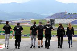 Jolyon Palmer, Lotus F1 Team, Julien Simon-Chautemps, Romain Grosjean race engineer, Lotus F1 Team  and Romain Grosjean, Lotus F1 Team