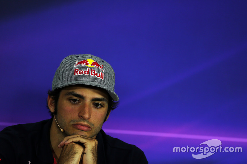 Карлос Сайнс мол., Scuderia Toro Rosso на пресс-конференції FIA