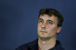 James Key, Scuderia Toro Rosso Technical Director in de FIA persconferentie