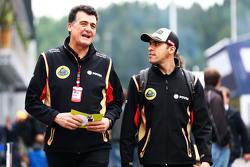 Federico Gastaldi, Lotus F1 Team afgevaardigd teambaas met Pastor Maldonado, Lotus F1 Team