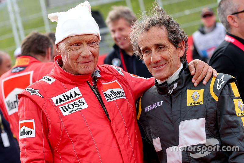 Niki Lauda, Aufsichtsratsvorsitzender Mercedes AMG F1, und Alain Prost bei der Legenden-Parade