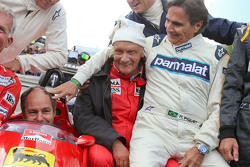 Drivers at the Legends Parade: Christian Danner, Riccardo Patrese, Gerhard Berger, Niki Lauda, Mercedes Non-Executive Chairman; Jean Alesi, Nelson Piquet,